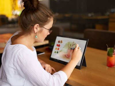 Lenovo launches new range of smart tablets in the UAE